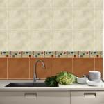 dettaglio del lavello con verdure in alto nella cucina moderna